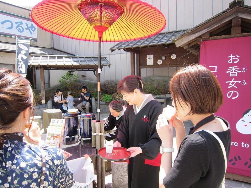 『女将のお茶入れサービス』 今年も始まりました!